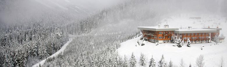 cmh-heli-skiing-lodge-adamants-780